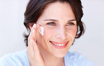 apply-sunscreen-in-menopause.jpg